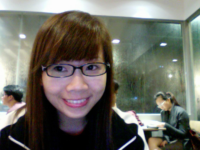 Cam-whoring while they were mugging! xD